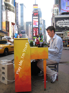 Luke Jerram in Times Sq, 2010